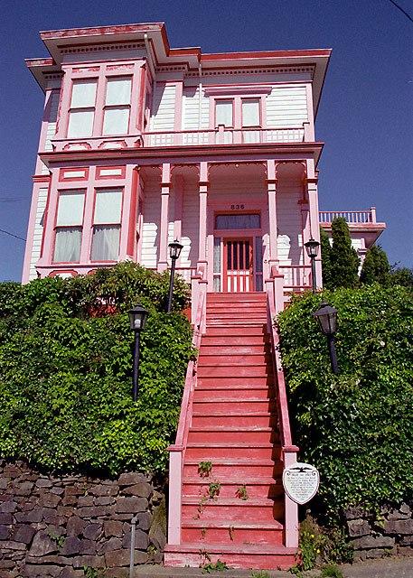 Pinkhouse (25100833)
