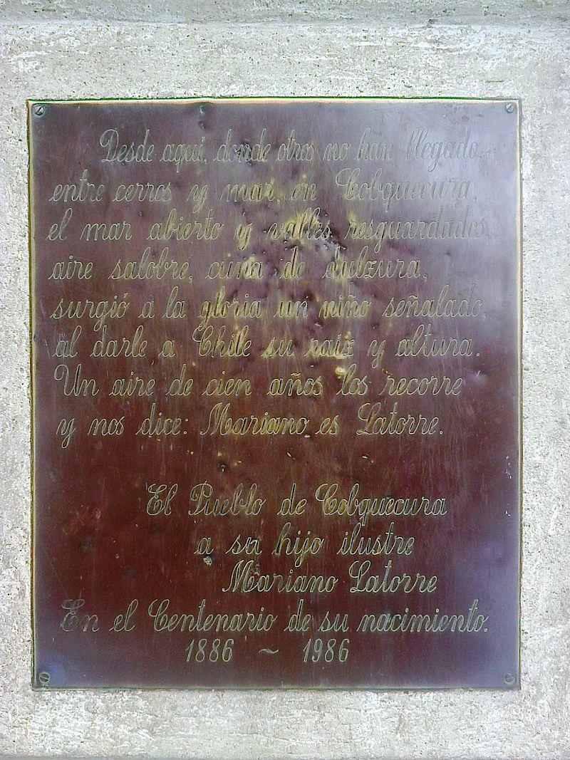 Placa conmemorativa al escritor Mariano Latorre en la plaza de Cobquecura.