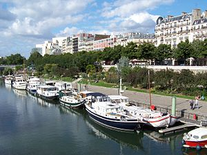 Boulevard de la Bastille - The Paris Marina (Port de l'Arsenal) with  the Boulevard de la Bastille above it.