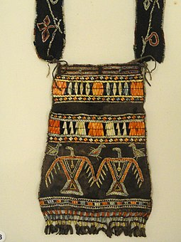 Ojibwe shoulder pouch depicting two thunderbirds in quillwork, Peabody Museum Harvard Pouch, southeastern Ojibwa, with porcupine quills, from Boston Museum Collection - Native American collection - Peabody Museum, Harvard University - DSC05441.JPG
