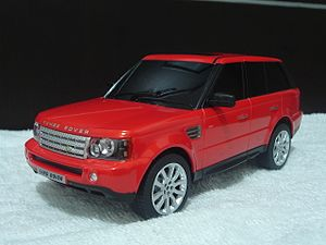 Radio-controlled car - Radio controlled vehicle toy 1:24 Range Rover Sport replica developed by Rastar with hidden antenna.