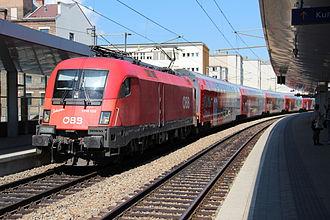 Austrian Federal Railways - Image: Regionalzug mit ÖBB 1116 in Wien Traisengasse