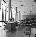 Rehovot. Weizmann Institute interieur van het gebouw waarin ondergebracht de bi, Bestanddeelnr 255-3910.jpg
