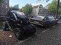 Renault Twizy & Citroen CX Prestige (44044132762).jpg