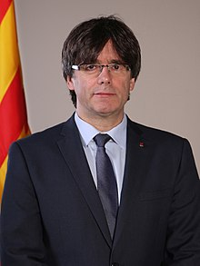 Retrat oficial del President Carles Puigdemont (cropped) 02.jpg