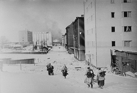 11:45 a.m. on 13 March 1940. Finnish soldiers retreating at Vyborg to the demarcation line. Retreating Finns at Vyborg.jpg