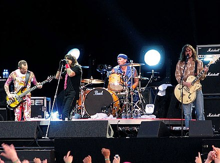 The band in 2006 during the Stadium Arcadium World Tour featuring its long-time lineup: Flea, Kiedis, Smith, Frusciante Rhcp-live-pinkpop05.jpg