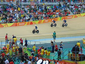 Cycling at the 2016 Summer Olympics – Women's team pursuit - Great Britain celebrating the gold medal