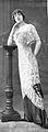 Robe du soir par Redfern 1910 cropped.jpg