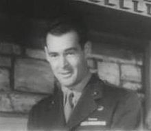 O actor estatounitense Robert Ryan, en una scena d'a cinta Marine Raiders (1944).