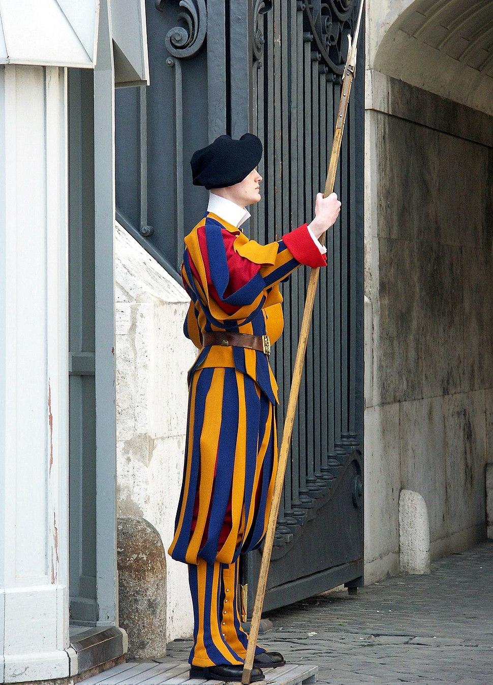 Rom, Vatikan, Soldat der Schweizer Garde 3