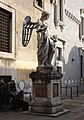 Rom, die Engelsburg, der Engel von Raffaello da Montelupo.JPG