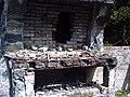 Ruinas de refugio al pie del volcán Llaima - panoramio.jpg