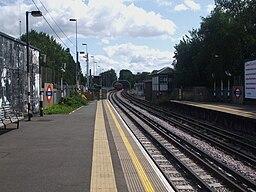 Ruislip station look eastbound2