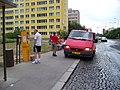 Sídliště Novodvorská, výměna pokladny v automatu na jízdenky.jpg