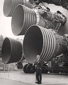http://upload.wikimedia.org/wikipedia/commons/thumb/1/16/S-IC_engines_and_Von_Braun.jpg/240px-S-IC_engines_and_Von_Braun.jpg