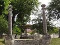 Saint-Jean-d'Angély (Charente-Maritime) kiosque àq musique et 2 colonnes.JPG
