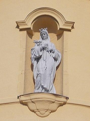 Statue på kirken St Margareta av Ungarn (1938) i Veszprém i Ungarn