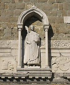 Statua di San Giusto martire con la palma nella mano sul campanile della Cattedrale di San Giusto a Trieste