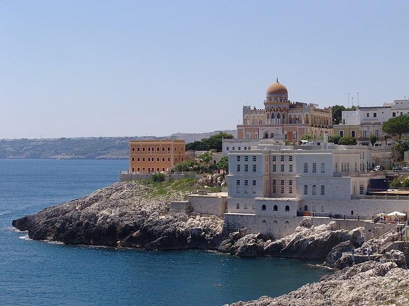Santa Cesarea Terme dal mare.jpg