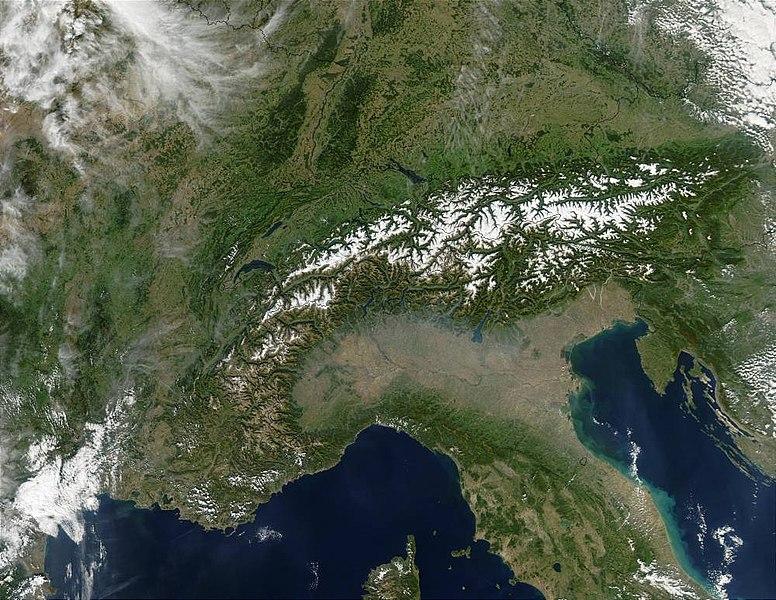 Satellitenaufnahme der Alpen