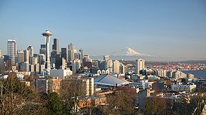 Downtown Seattle mit Space Needle und Mount Rainier