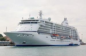Seven Seas Voyager in Venice 2008-bow.JPG