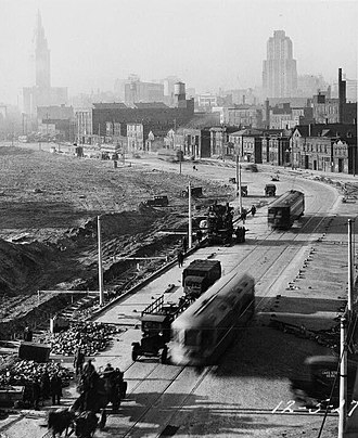 Blue, Green, and Waterfront Lines (Cleveland) - A rapid car between Public Square and East 55th station in 1927.
