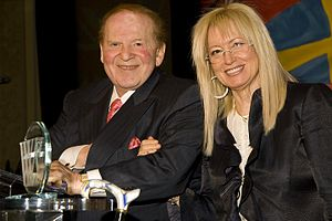English: Sheldon and Miriam Adelson recieve Wo...