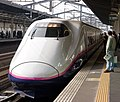 Shinkansen arriving in Utsunomiya (2447340912).jpg