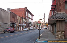 Pike Street (U.S. Route 19) in downtown Shinnston in 2006