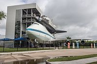 Shuttle Independence and NASA 905 at Space Center Houston.jpg