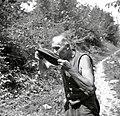 Stari Fulc iz Soče pije po pastirsko 1952.jpg