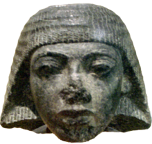 Stone head carving of Paramessu (Ramesses I), originally part of a statue depicting him as a scribe. On display at the موزه هنرهای زیبا (بوستون).