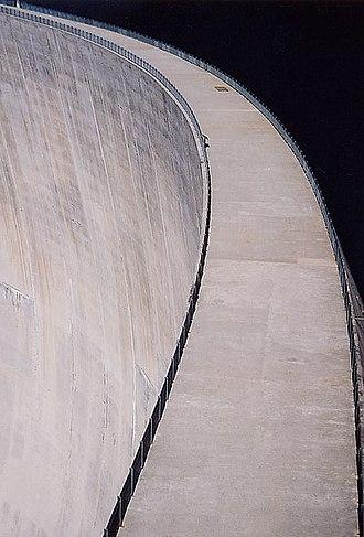 Lac d'Émosson - Image: Staumauer Lac d'Emosson