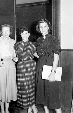 Stevan Kragujevic, Vera Segan, Mira Stupica, Mira Trailovic, snimanje drame u Radio Beogradu, 1950s.JPG