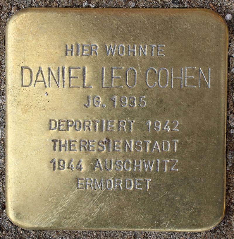 Stolperstein Breite Straße (Daniel Leo Cohen) in Hamburg-Altona-Altstadt.JPG