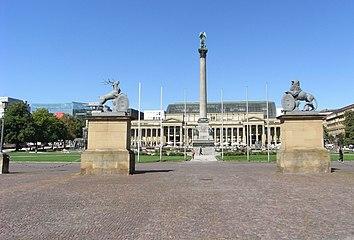 Stuttgart-Schlossplatz-Jubilaeumssaeule-Wappenhalter.jpg