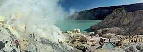 Sulfur mining in Kawah Ijen - Indonesia - 20110608.jpg