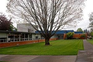 Sunset High School (Beaverton, Oregon) - Image: Sunset High School front Beaverton, Oregon (2015)