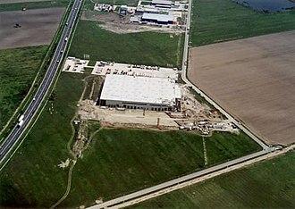 Szigetszentmiklós - Image: Szigetszentmiklós gyár 1
