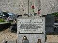 Tablica pamiątkowa na pomniku poległych. - panoramio.jpg