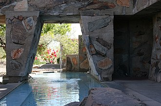 Taliesin West - Image: Taliesin West pool & fountain