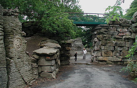 East Park's Khyber Pass Folly in Kingston upon Hull as of 15 January 2011. The Khyber Pass - geograph.org.uk - 214532.jpg