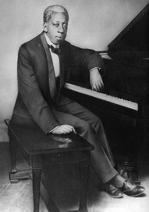 1921 in jazz - Tony Jackson, seated at piano
