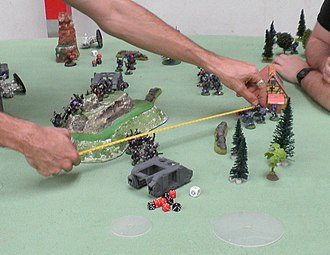 Warhammer 40,000 - Distances between models on the playing field must be measured with tools, as there is no grid.