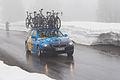 Tour de Romandie 2013 - étape4 - voiture Team Sako dans le col de la Croix (2).jpg