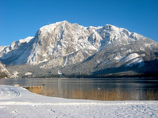 Trisselwand and Lake Altausee in winter