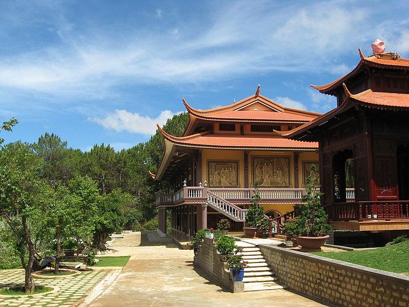 Tập tin:Truc Lam Zen Monastery 11.JPG