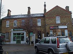 Tulse Hill stn main entrance.JPG